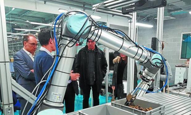 Tekniker presenta sus robots colaborativos y para realizar tareas de manufactura industrial